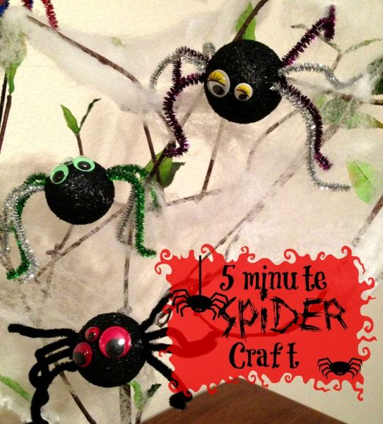 5 minute Spider Craft!  This spider craft is perfect for school Halloween parties or to add some spooky fun to your Halloween decor.  Even your youngest kids will love making this quick and easy Halloween craft.