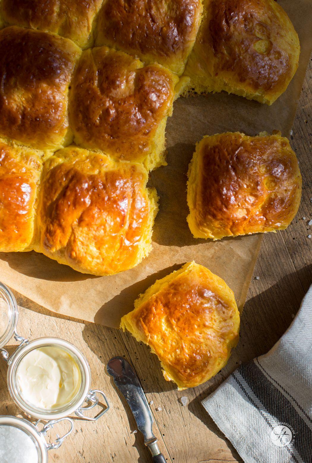 Kürbis-Milch-Brötchen – so wunderbar locker und saftig – feiertäglich…das schöne Leben