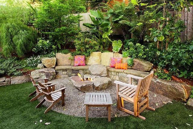 Gartenterrasse gestalten feuerstelle patio mit kiesboden - Wall im garten anlegen ...