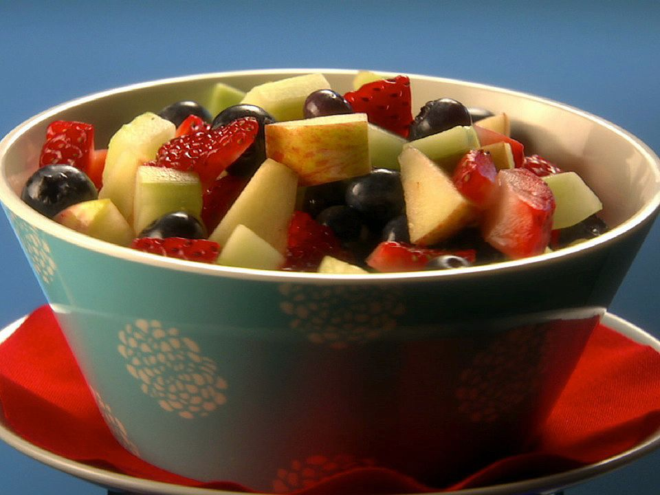 Hunrgy Girl Ginormous Fruit Salad Surprise  Calories Thanks To Lisa Lillien Foodnetwork Com Pin Now Edit Later