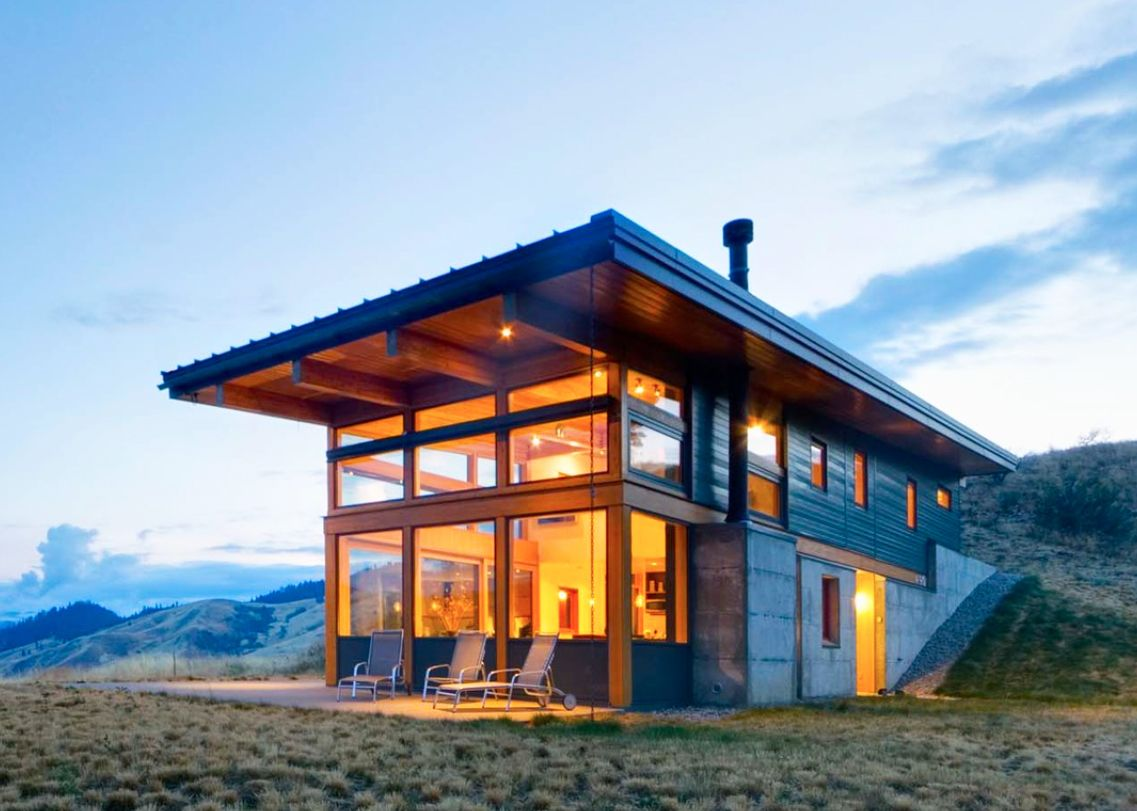 Passive solar nahahum cabin overlooks dramatic canyon for Solar powered home designs