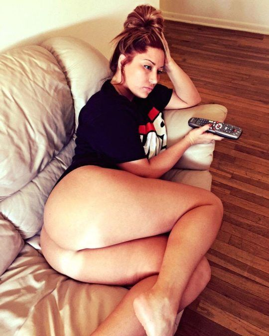 webcam coquine avec une fille g n reuse femme ronde pinterest curvy and seductive lingerie. Black Bedroom Furniture Sets. Home Design Ideas