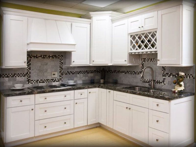 Shaker white kitchen cabinets design ideas lily ann for Cheap rta kitchen cabinets