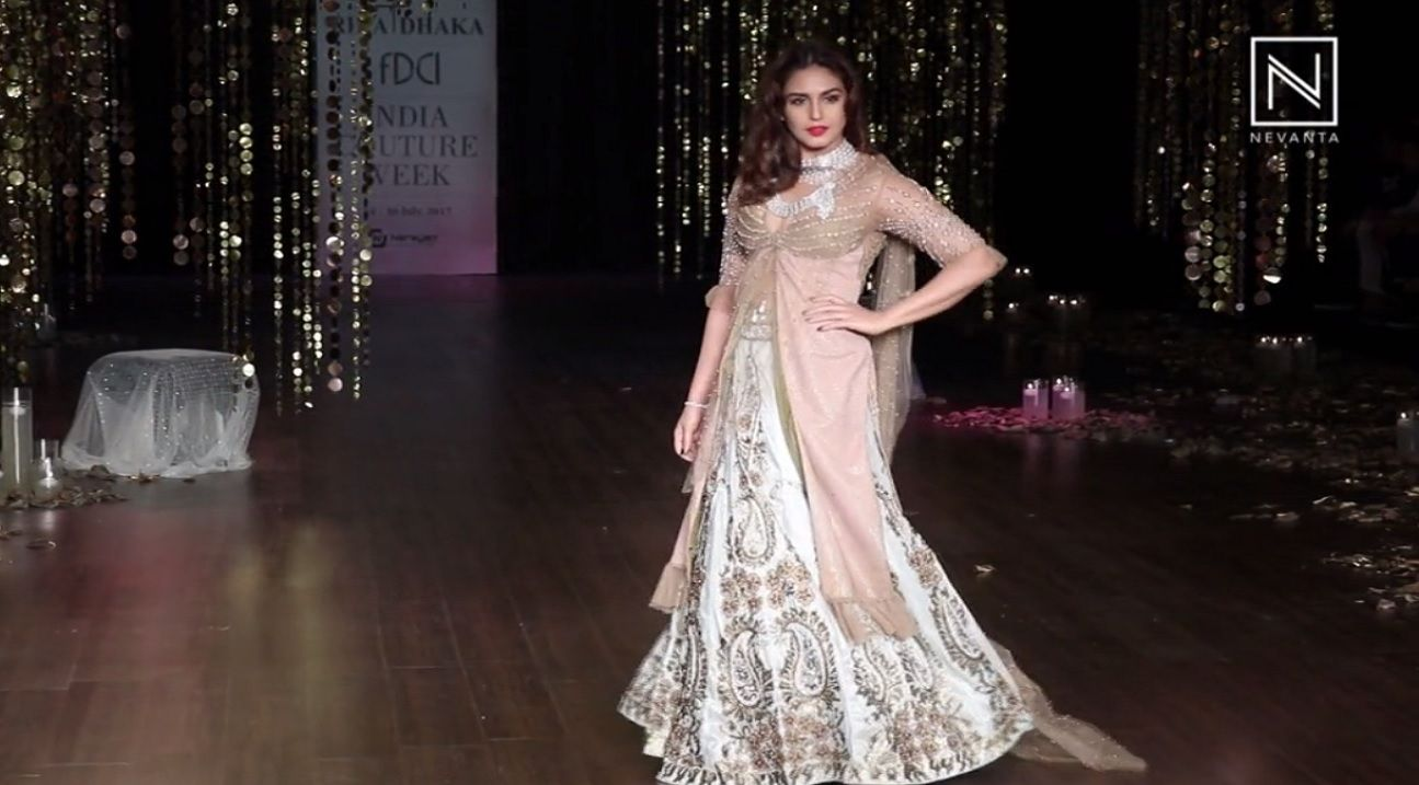 Huma qureshi walked as a showstopper for rina dhaka us couture
