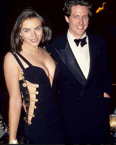 Elizabeth Hurley And Hugh Grant At The Premiere Of Four Weddings And A Funeral Gianni Vers Elizabeth Hurley Elizabeth Hurley Hugh Grant Hugh Grant Liz Hurley