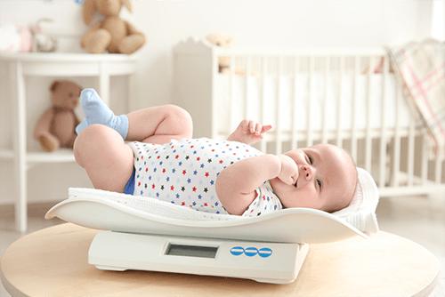 7 عوامل يمكن لها ان تؤثر على وزن طفلك Baby Health Baby Boy Baby