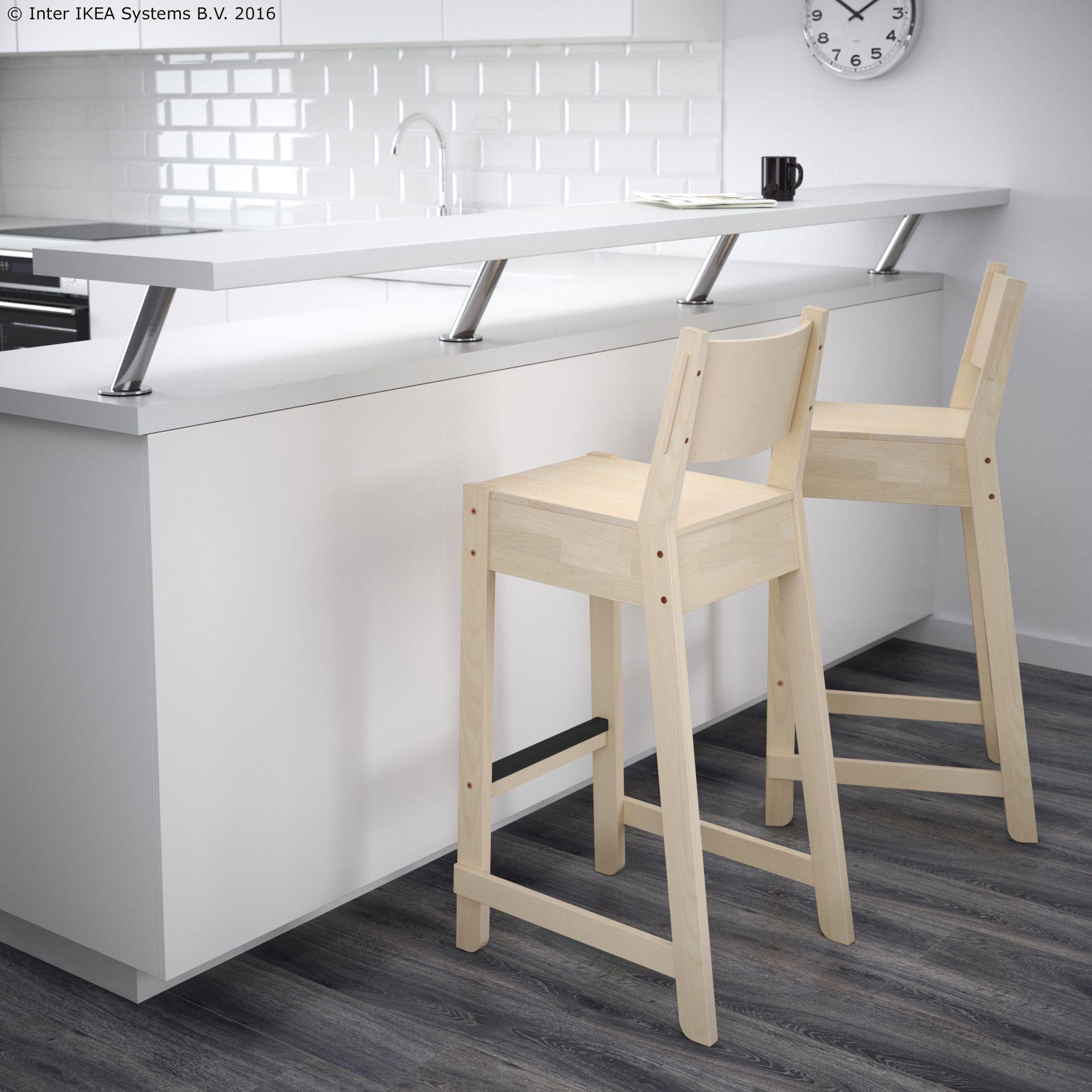 NORR…KER barski stolac s naslonom napravljen od punog drva breze
