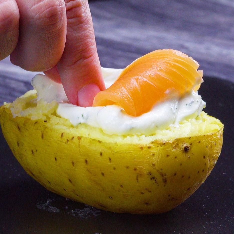 Alle lieben Kumpir, die leckere gefüllte Ofenkartoffel! Wir haben hier vier leckere Varianten für dich - da fällt die Entscheidung schwer, welche Variante man zuerst probiert! #rezept #rezepte #ofenkartoffel #backkartoffel #kumpir #gefüllt #kartoffel #füllung