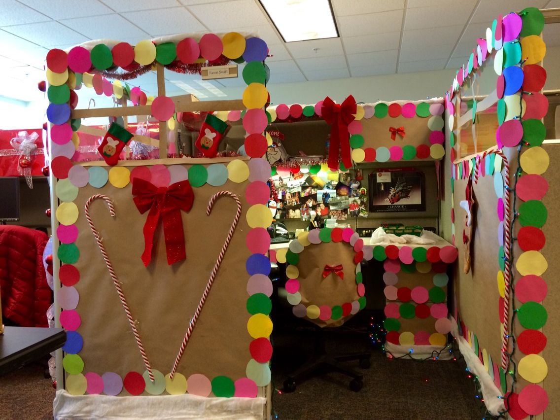 Christmas contest at work gingerbread decorated cubicle for Cubicle decoration xmas