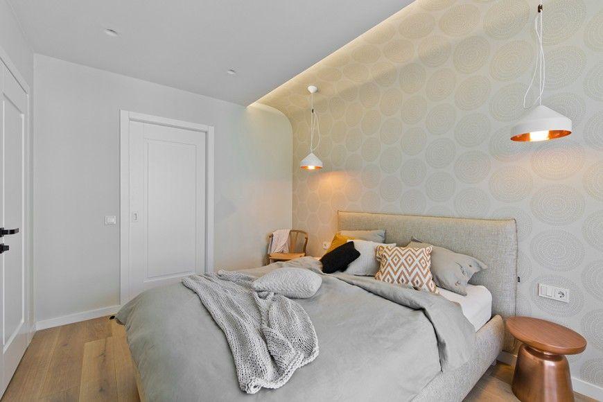 Hochwertig Das Hauptschlafzimmer Ist Mit Detail, Von Der Sanft Geschwungene Kopfteil  Wand Auf Das Paar Von