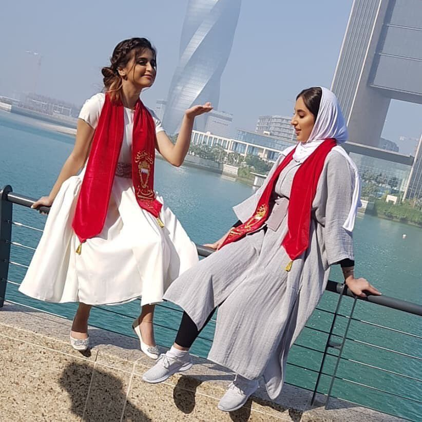 Hala Al Turk Nahwaky Ya Elbahrain نهواك يا البحرين حلا الترك Hala Al Turk Photography Poses For Men Hijab Fashion