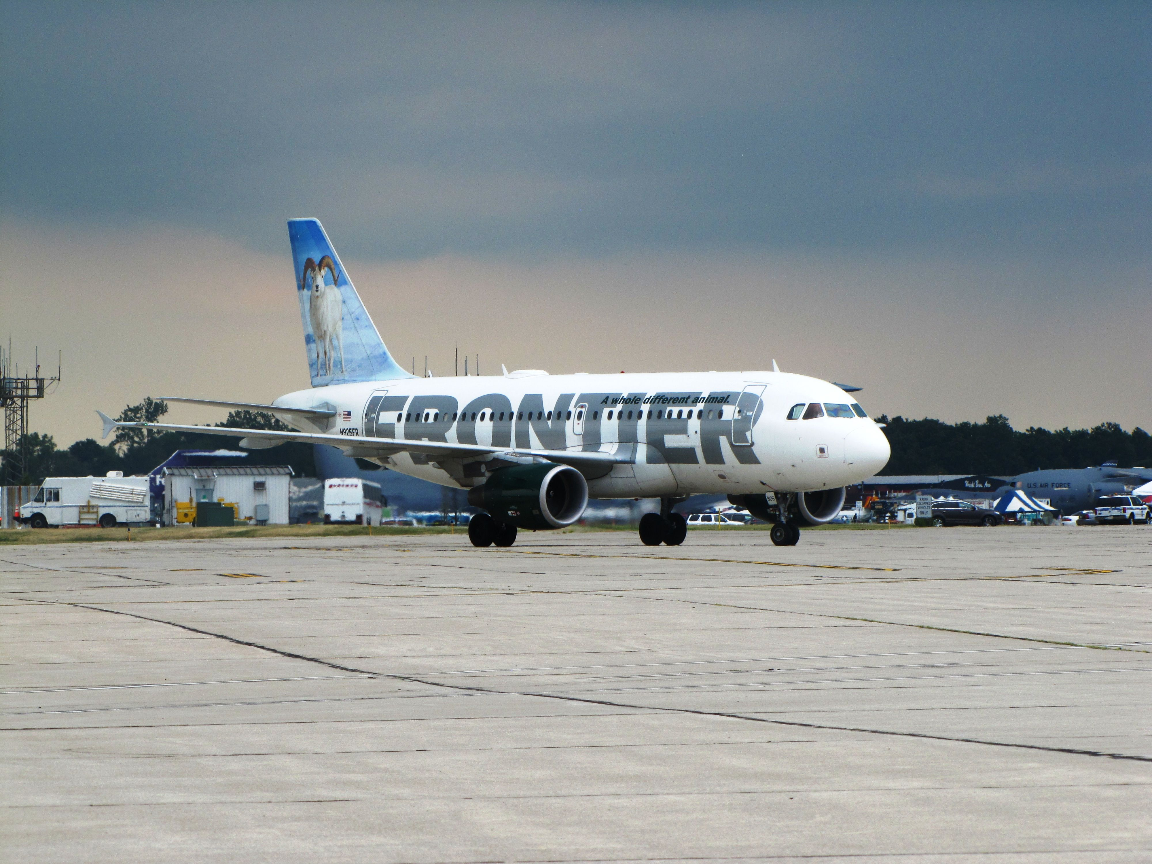 Frontier Airlines Airbus A319111 N925FR 'Dale the Alaska