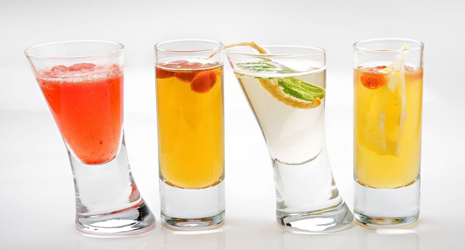 Cheers 10 Cocktails For Your Next Soiree Cocktails Drinks