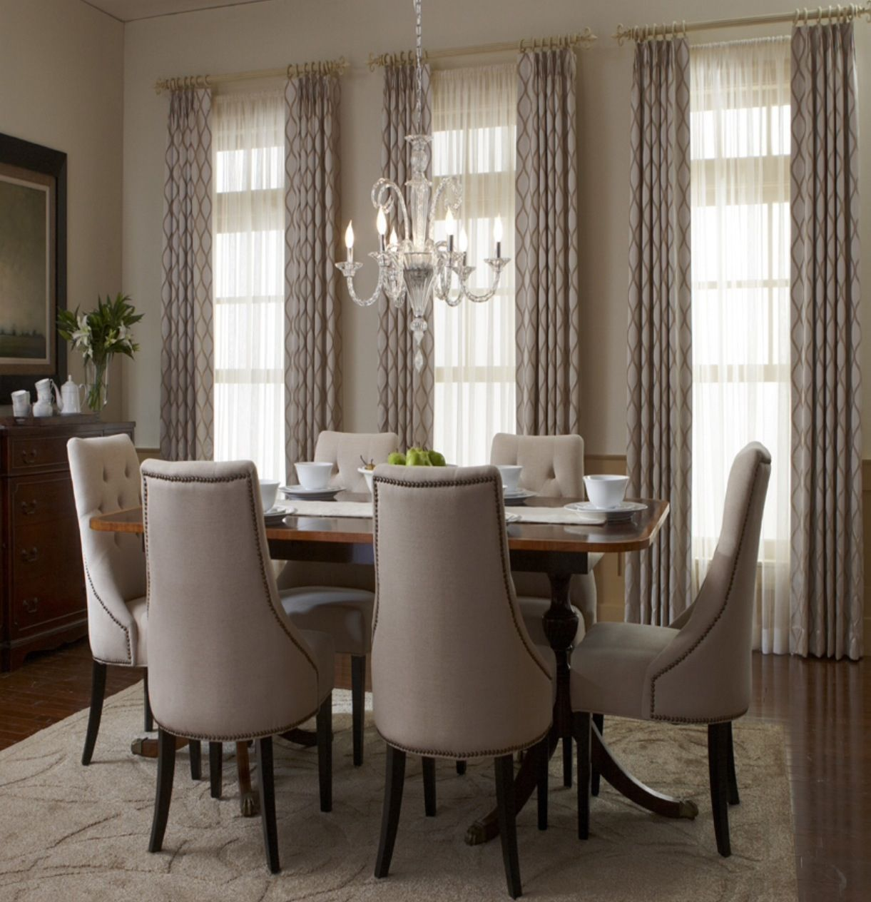 Shirred Drapery Panels When Simplicity Turns To Stylishness Dining Room Windows Dining Room Window Treatments Traditional Dining Rooms