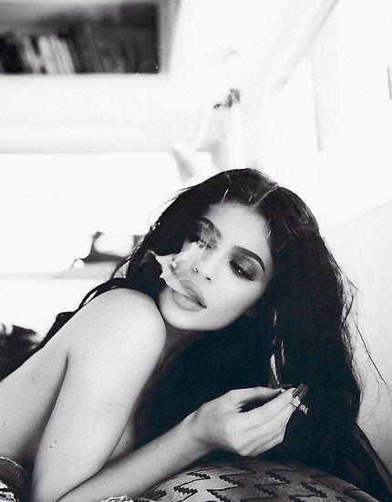 'Kylie Rauchen' Poster von nbiria