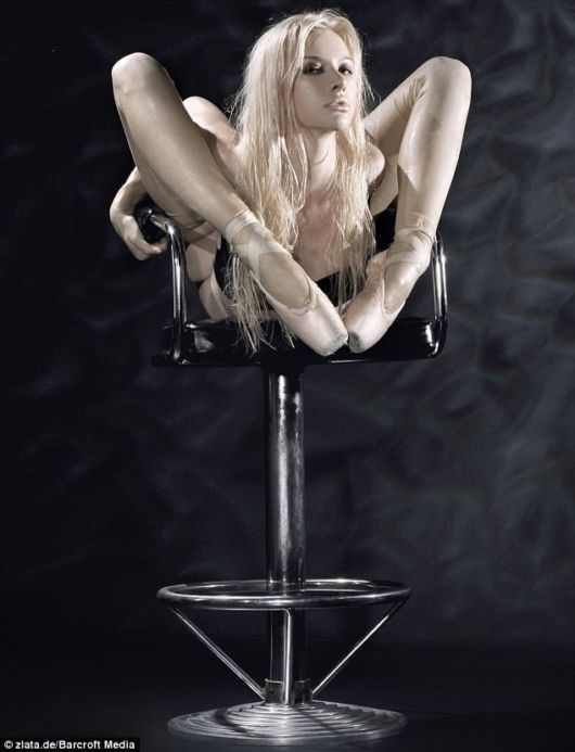 Zlata sexy contortionist