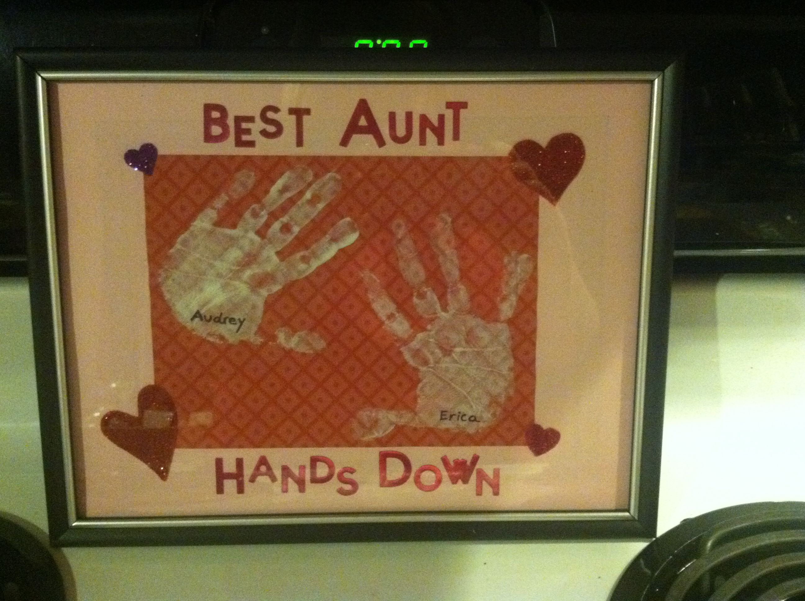 Handprints turned into t for Aunt