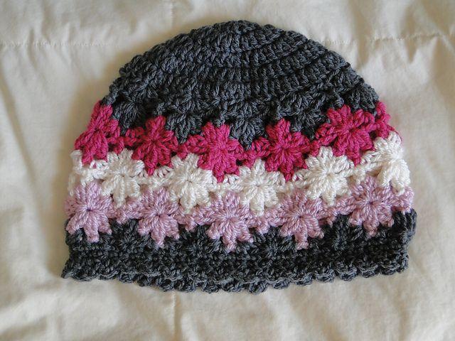 gehäkelte Mütze mit Blumenmuster | Mützen, Schals & Handschuhe ...