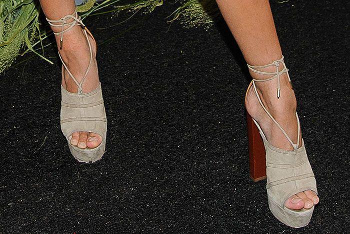 f0cec21eb903d6 Hailey Baldwin experiencing major toe overhang in Aquazzura  Very Eugenie   suede platform sandals