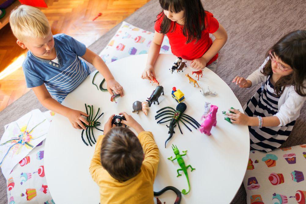 Škôlka má pre deti množstvo výhod, no socializácii ich nenaučí, tvrdia vedci