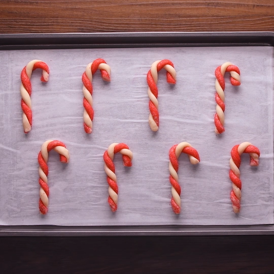 Candy Cane Swirl Cookies #holidaytreats