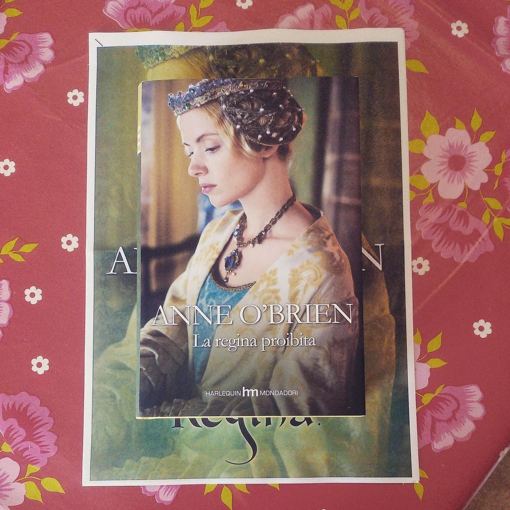 Books books books!! Thank you @hme___   - La nostra Anne O' Brien con La Regina proibita!