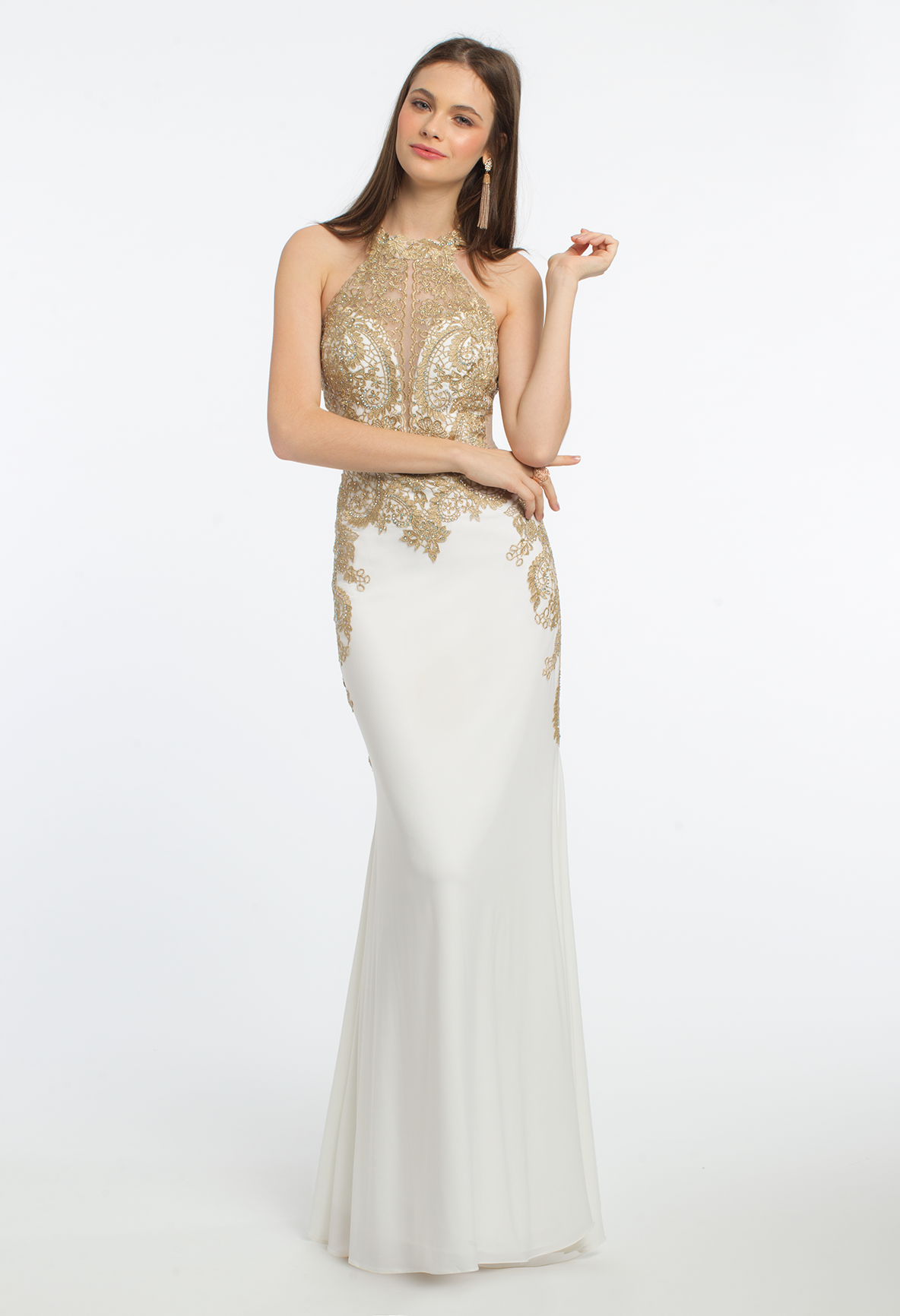Go for a royal finish with this beautiful evening gown with its
