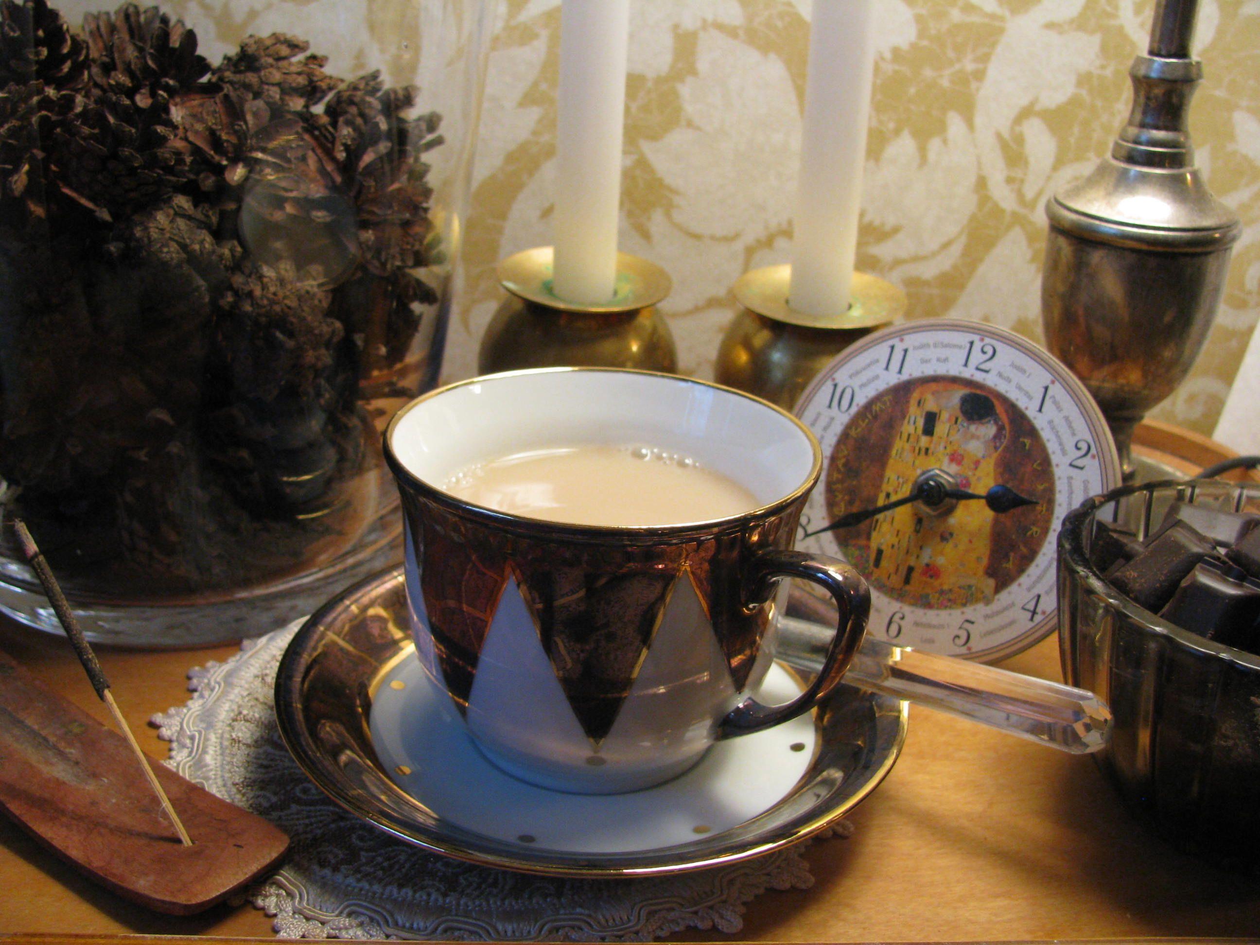 pinecones in a glass vase, chai latte and dark chocolate - cozy winter. Tea cup decor by #ARS_Portselan: www.arsportselan.ee www.facebook.com/arsportselan