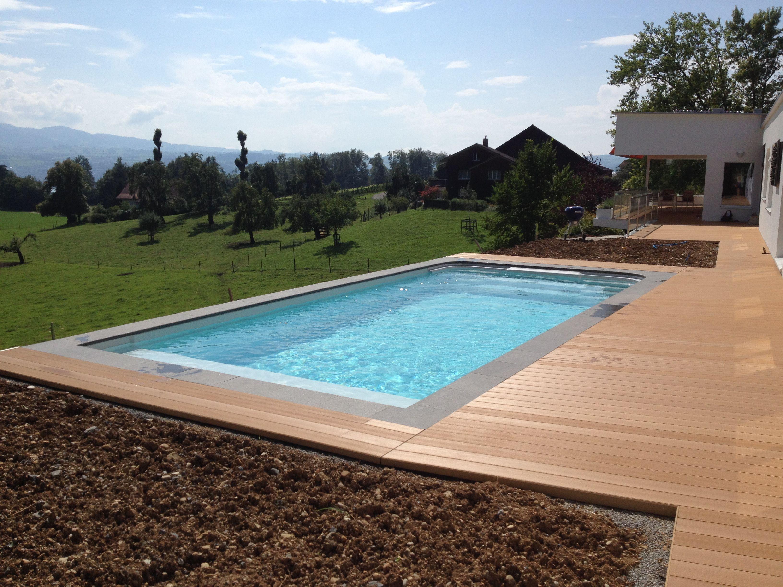 balkonterrasse mit pool und eine wundersch ne aussicht f r einen entspannten nachmittag wird. Black Bedroom Furniture Sets. Home Design Ideas