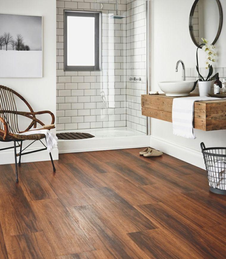 salle de bain contemporaine avec parquet de bois ...