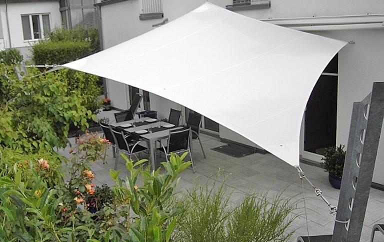 sonnensegel f r terrasse und balkon sonnensegel sonnenschirm und spenden. Black Bedroom Furniture Sets. Home Design Ideas