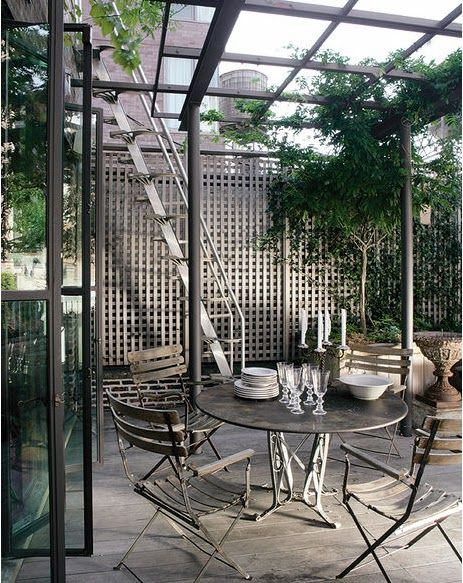 Patio with pergola - Marcus Nispel turned an old building in a triplex in Soho, New York