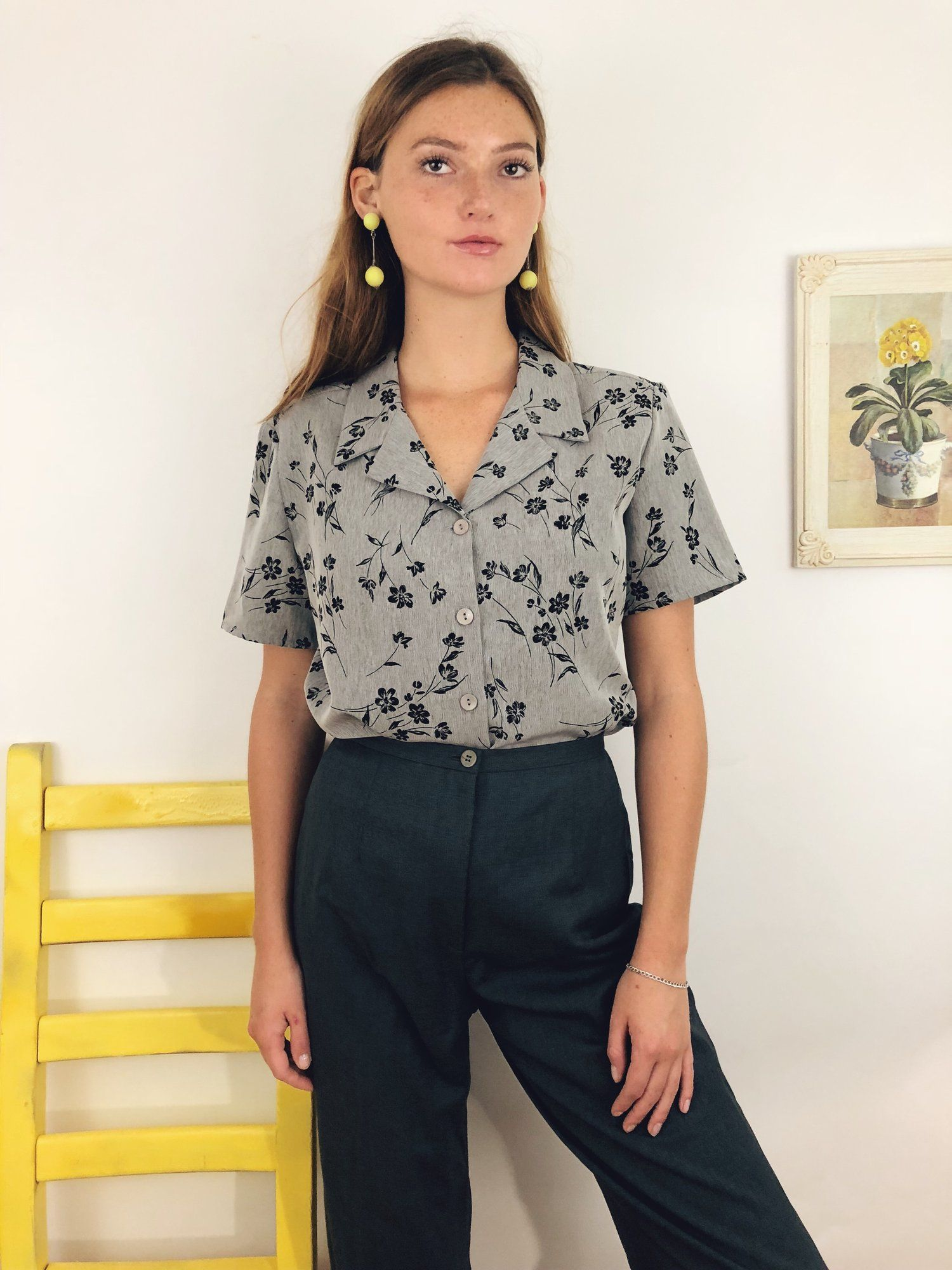 87bf24582268aa A lovely vintage short sleeve with a stunning floral design on a grey  background. A retro lover s dream. fall outfit ideas