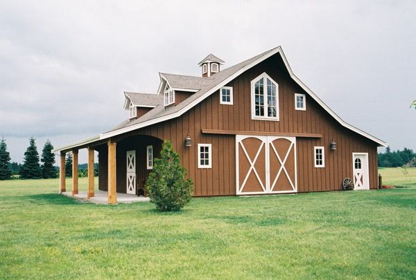 I think a barn house looks like a comfortable cozy place for House that looks like a barn
