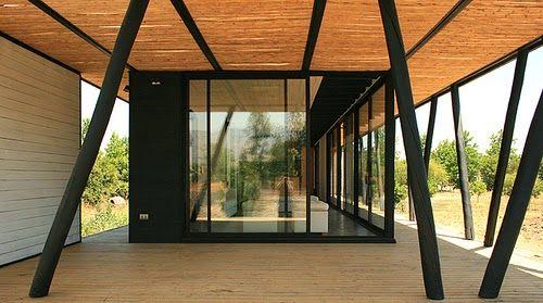 Arquitectura de casas casa rural moderna de madera con forma alargada en chile casas rurales Casa rural moderna