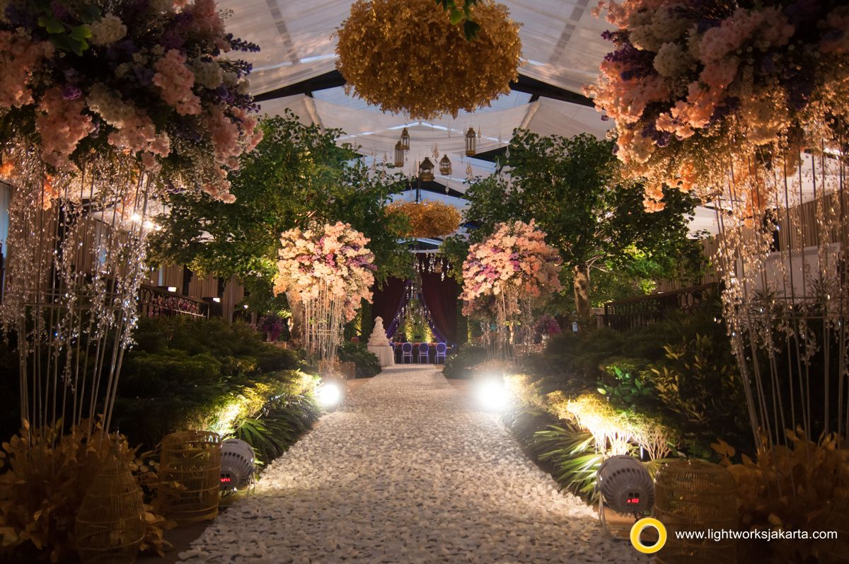 Karli And Sarah S Wedding Reception Venue At Dharmawangsa Hotel Decorated By Steve Decor Lighting By Lightworks Www Lightworksjakarta Com