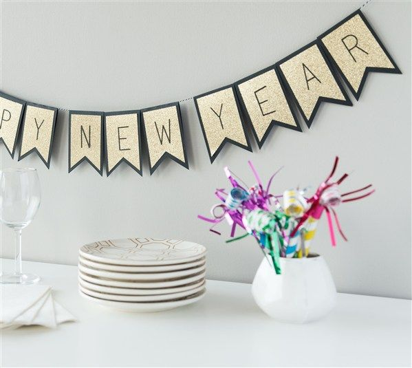 happy new year banner make it now in cricut design space