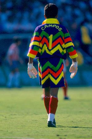 Jorge Campos fue un famoso jugador de fútbol. Jorge nació en Acapulco  Guerrero en mil novecientos sesenta y seis. Jorge Campos jugó portero en  fútbol y era ... 92ba8f3c5