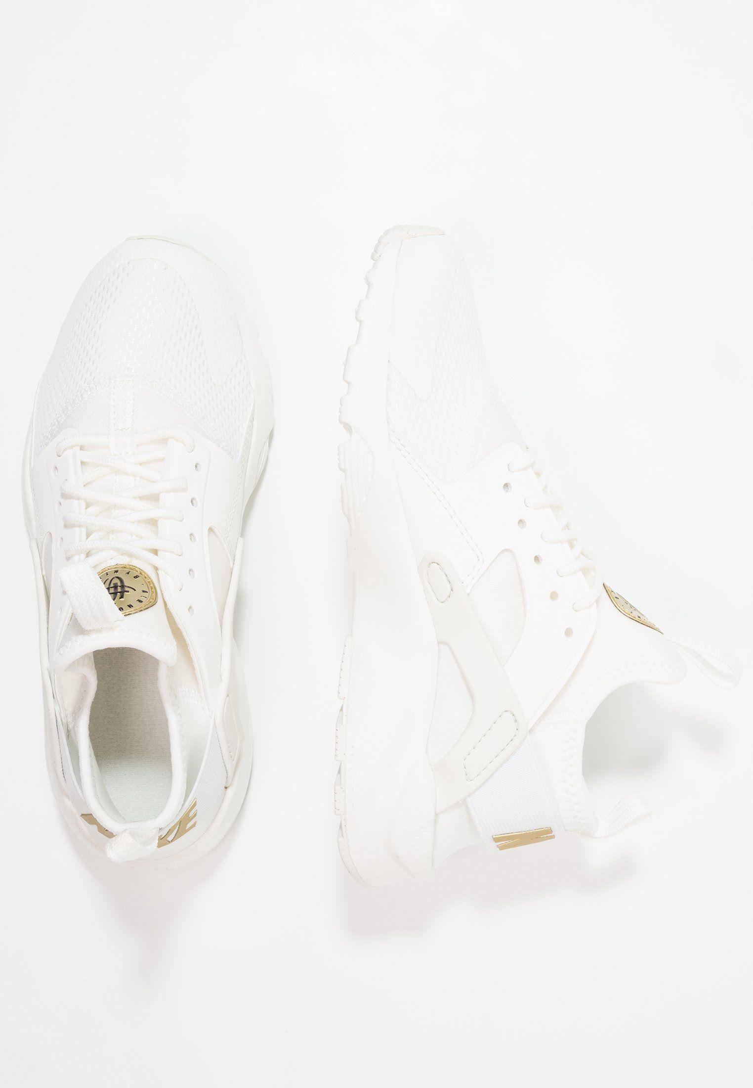 5e5775dd9f0a0 Nike Sportswear AIR HUARACHE RUN ULTRA - Joggesko - summit white metallic  gold star -