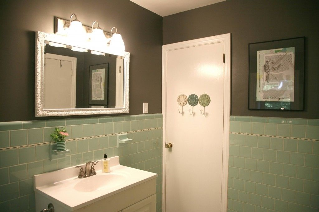 Great Idea A Little Gray Paint And Suddenly The Seafoam Green Bathroom Doesn T Look So Bad Green Tile Bathroom Seafoam Green Bathroom Green Bathroom