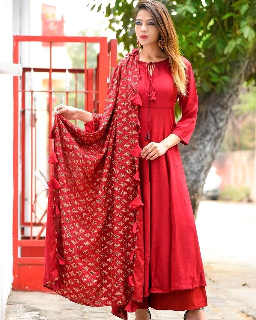 49a3d8d7368 📣Launching of Luxuries New Style Festive Wear 2018 Product Info   Color  🎨🎨🎨 - 👑 RED❤ Fabric Details 👘 Pure organic heavy rayon (top