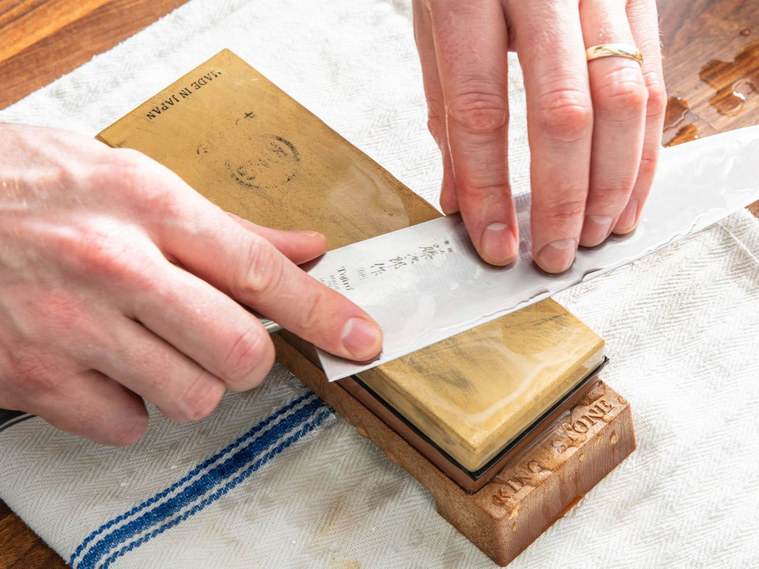 How to sharpen a knife with a whetstone in 2020 knife