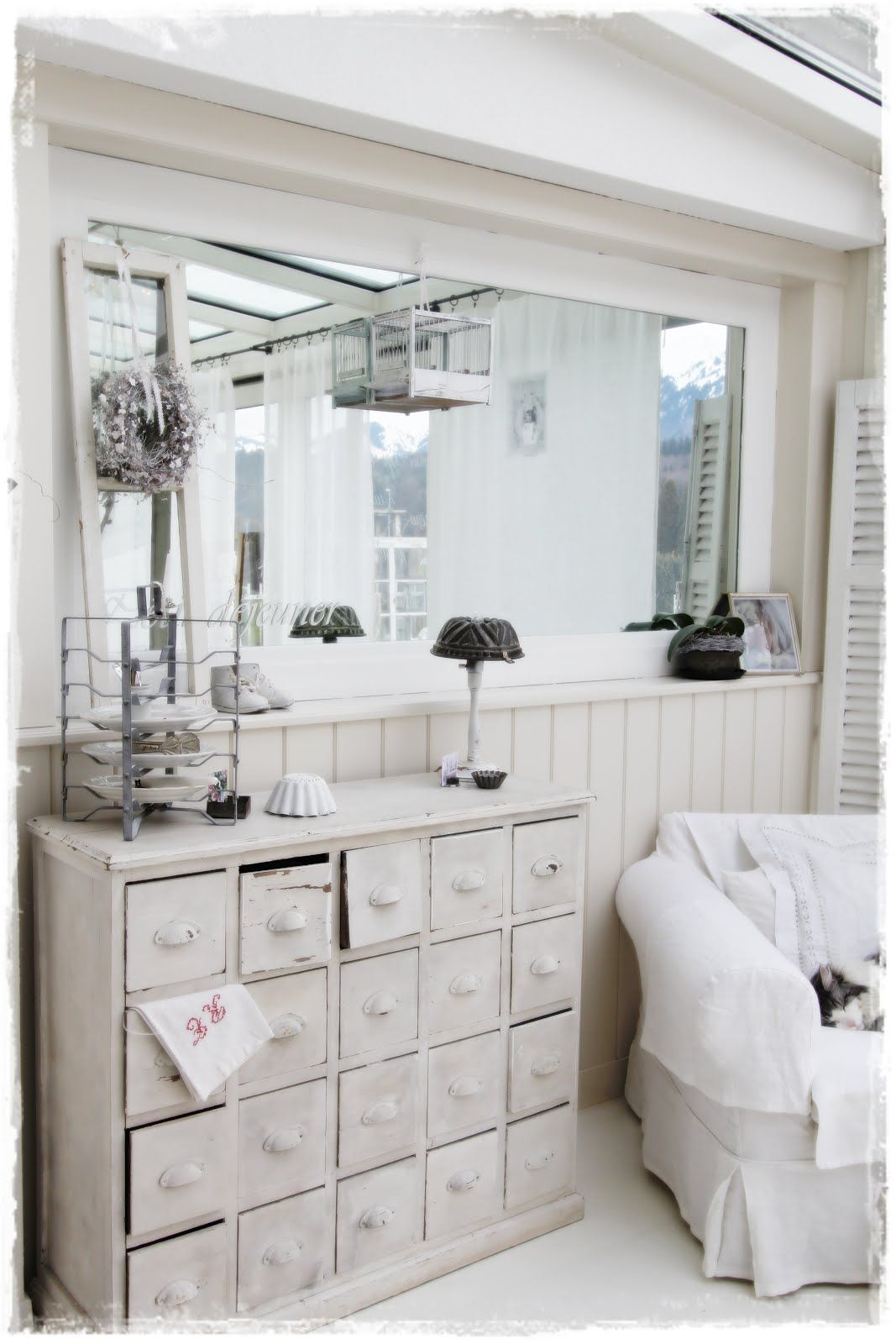 Medicine cabinet living room white grey black chippy - French shabby chic living room ideas ...