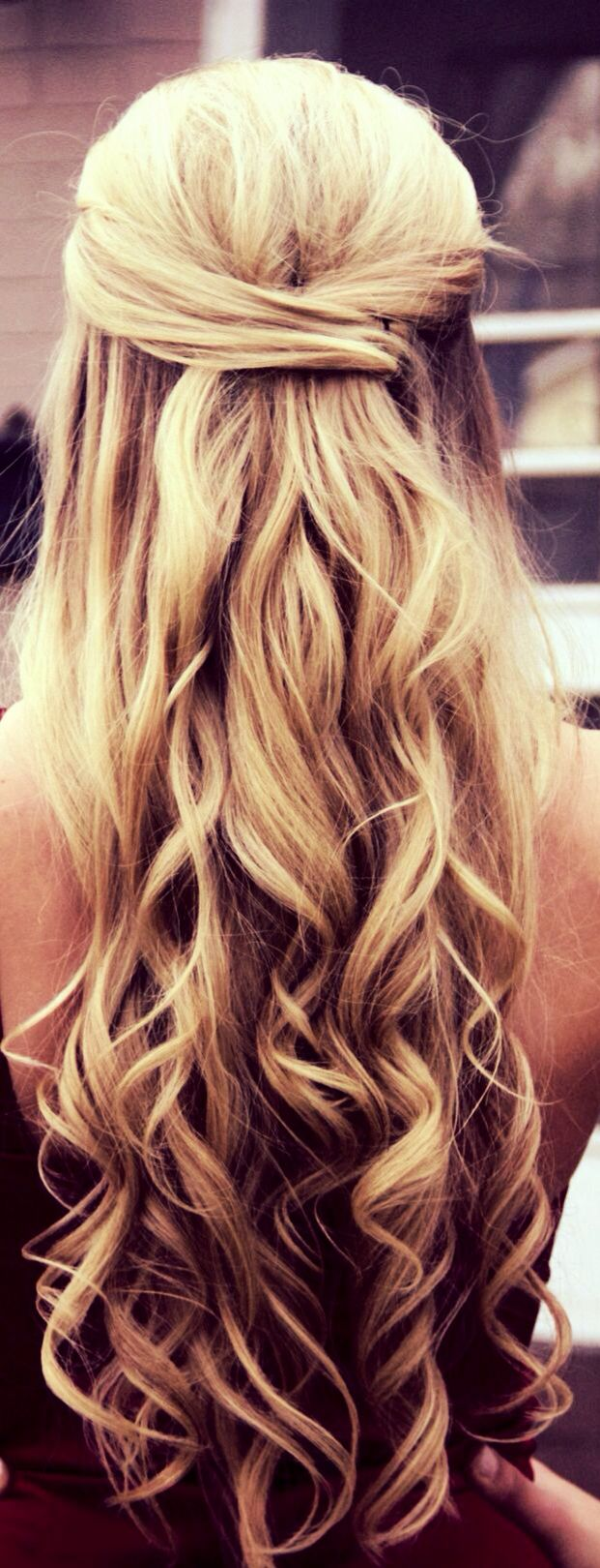Half up half down curly hair gorgeoushair prom hair pinterest