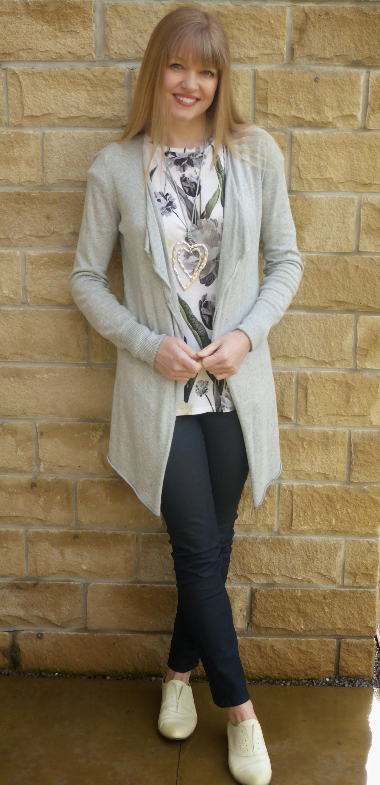 b34db668762 Outfit  Floral Top and Grey Longline Cardigan