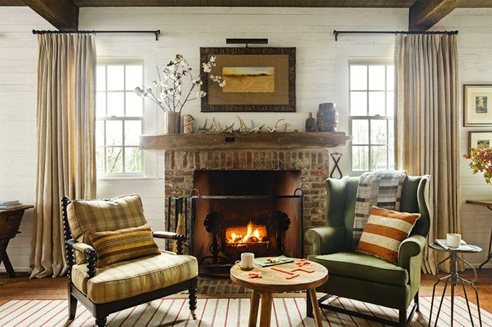 salones rusticos chimenea encendida dos sillones tapizados mesa redonda alfombra y cortinas - Salones Rusticos Con Chimenea