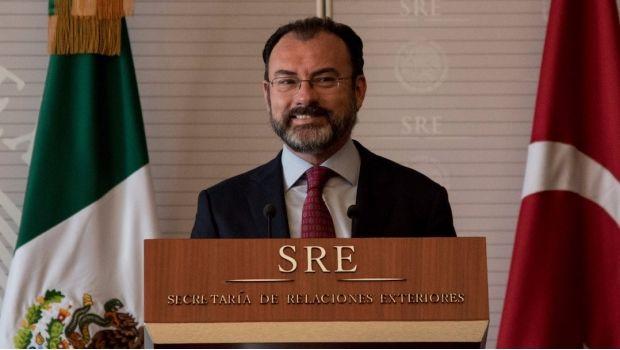Debido a la falta de experiencia del actual canciller mexicano, Luis Videgaray, el Comité Ejecutivo Nacional (CEN) del PRD exigió la dimisión del...