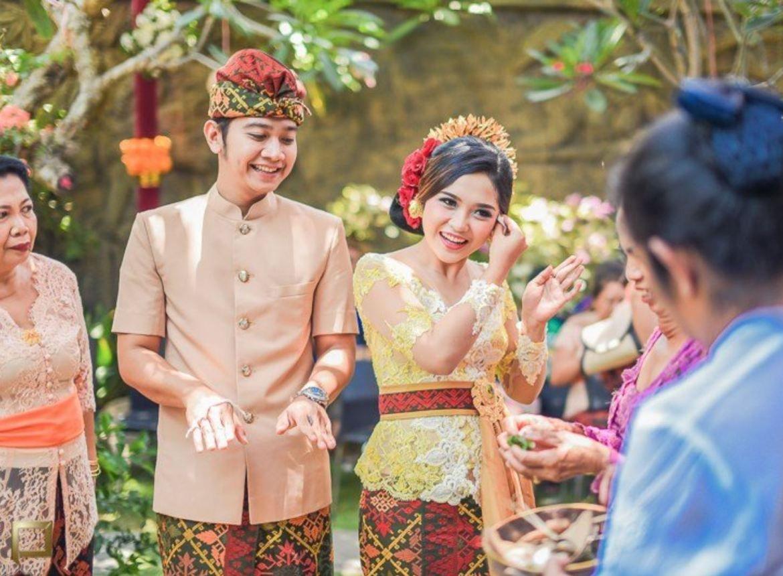Pakaian Pernikahan Adat Bali Sederhana