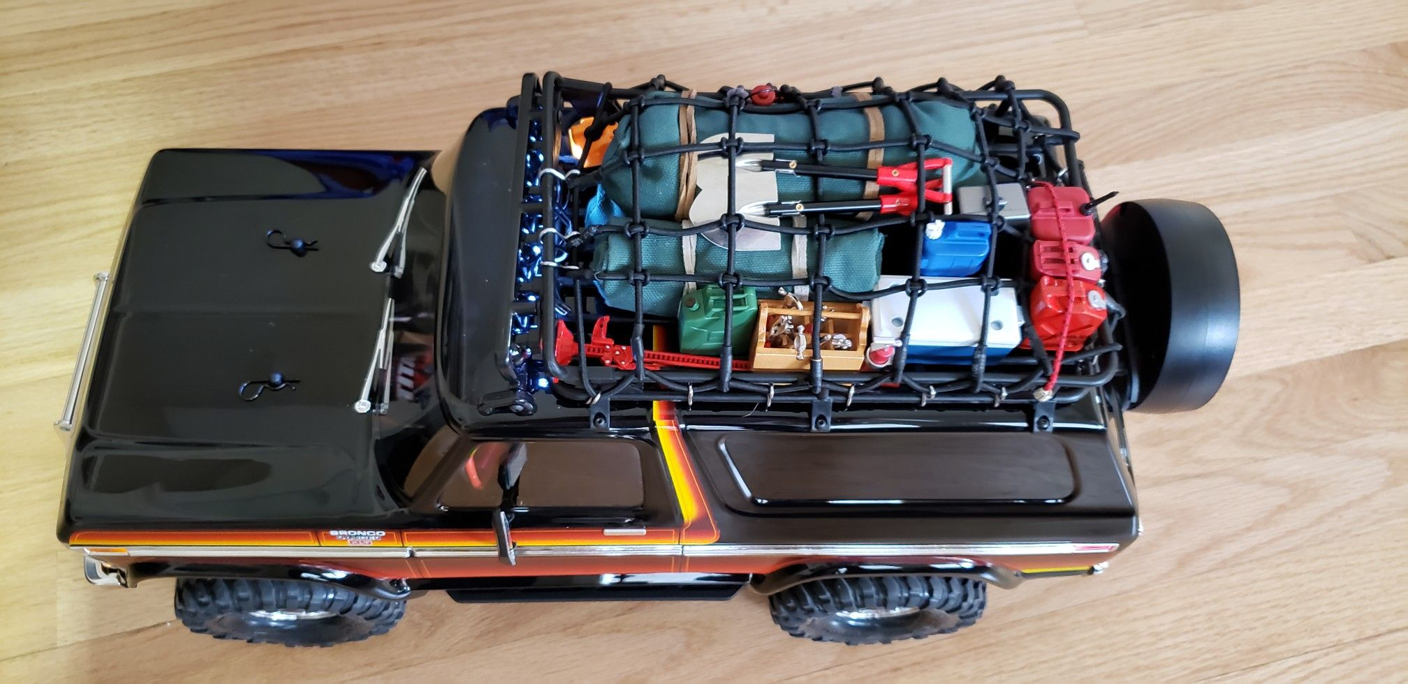 Traxxas Trx4 Ford Bronco With Roof Rack Cargo Net Roof Mount Light Bar And Tons Of 1 10 Scale Accessories As Going Super Scale Ford Bronco Traxxas Roof Rack