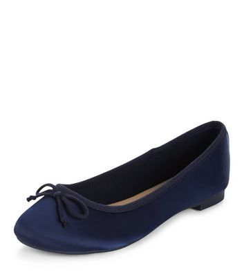 - Soft sateen fabric- Bow front- Slip on design- Flat sole